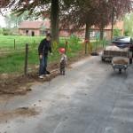 Tuinwerken Moens Lucienne en kleinzoon aan de slag.
